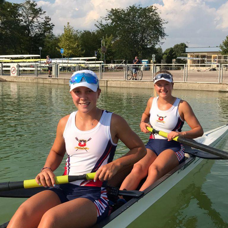 Antonia Liewald y Magdalena Nannig van a la Final A del Campeonato Mundial Junior en Plovdiv, Bulgaria.